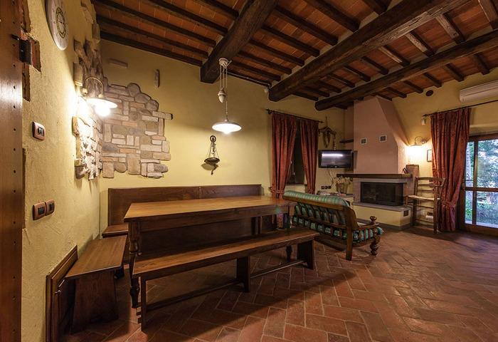Mensole cubi salotto for Arredare la taverna